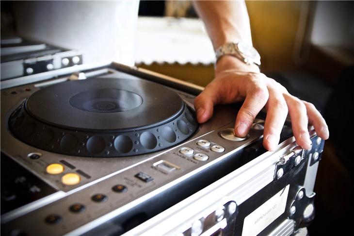 La migliore musica con dj per il tuo matrimonio!