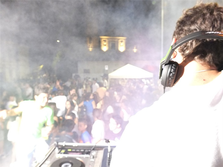 Leggi news | Festa in piazza a Monterosso (Bergamo) | Dj Set Bergamo