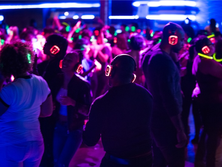 Leggi news | Silent Disco Matrimonio | DJ, Noleggio Cuffie e Attrezzatura