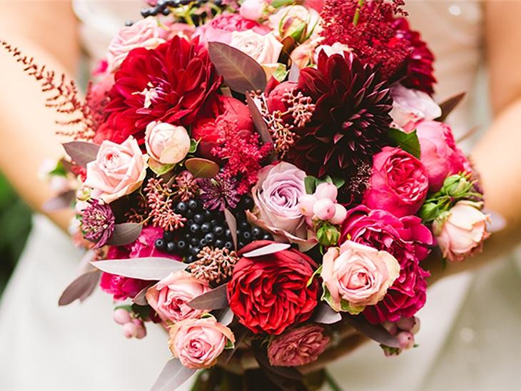 Leggi news | lancio del bouquet: origini, frasi e come farlo