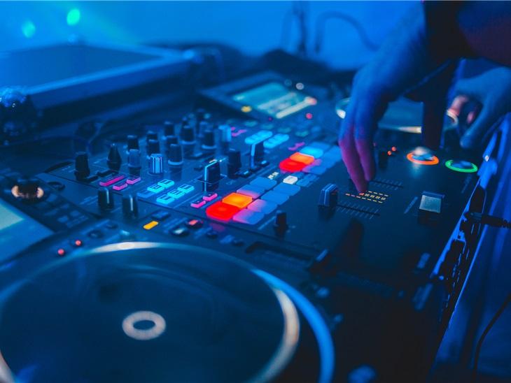 Leggi news | DJ per eventi aziendali | Organizza la tua festa privata